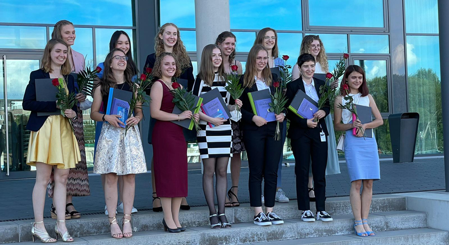 Absolventinnen feiern erfolgreichen Abschluss beim Studienorientierungsprogramm proTechnicale
