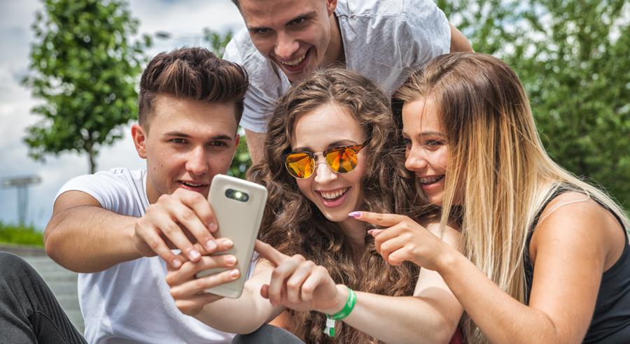 Jugendliche und soziale Medien: Umgang mit Geschlechternormen