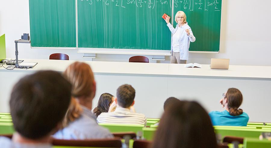 Studierende bei einer Vorlesung.