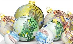 Weihnachtsbaumkugeln im Design von Euro-Noten