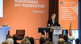 Bundesfamilienministerin Dr. Franziska Giffey am Rednerpult der Fachtagung 2019.