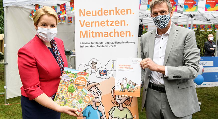 Bundesfamilienministerin Franziska Giffey und Miguel Diaz, Leiter der Servicestelle der Initiative Klischeefrei