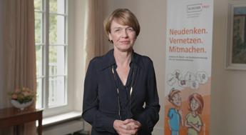 """Videobotschaft Elke Büdenbender: """"Jungen Menschen alle beruflichen Wege öffnen"""""""