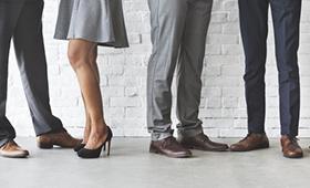 Anteil von Frauen in Führungspositionen steigt nur noch langsam