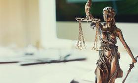 Justitia Figur