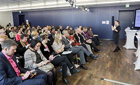 """Blick in das Publikum der Netzwerktagung """"Gemeinsam weitergehen!"""" am 13. März 2017 im BMFSFJ in Berlin"""
