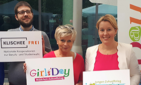 Familienministerin Dr. Franziska Giffey am Klischeefreistand beim Tag der offenenTür der Bundesregierung.