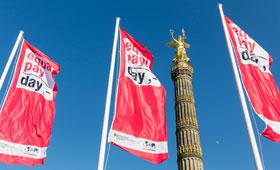 Fahnen zum internationalen Equal Pay Day