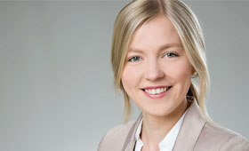 Saskia Riediger, die junge, blonde Projektleiterin von proEconomics, im Porträt