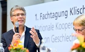 Auf der Bühne: Jens Krabel spricht