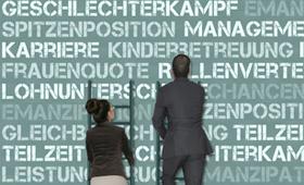 Frau und Mann auf der Karriereleiter