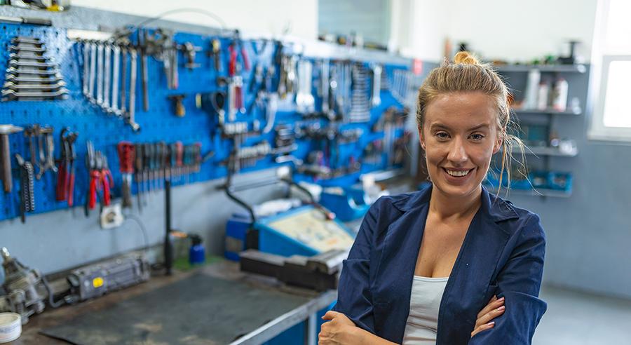 Ausbilderinnen in technisch-handwerklichen Berufen gewinnen, stärken und halten